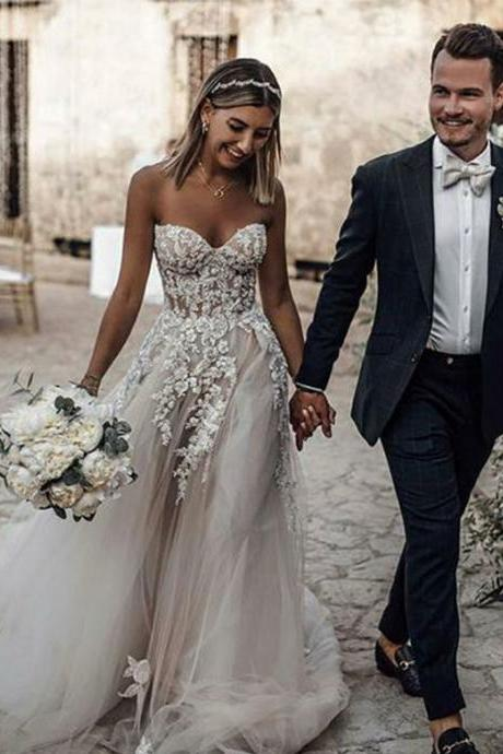 White Sweetheart Lace Beading Appliques Wedding Dresses,Elegant Long Beach Wedding Dress,W2222